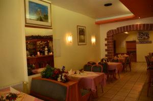 Innenansicht Restaurant mit Tischgruppe
